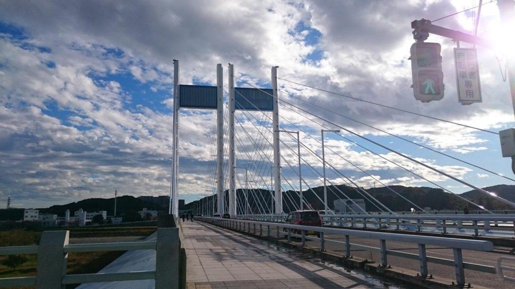 多摩川にかかる是政橋