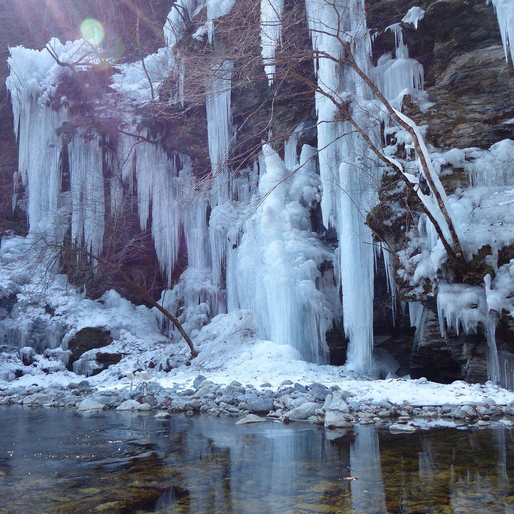 冬の奥秩父の名勝「三十槌の氷柱」